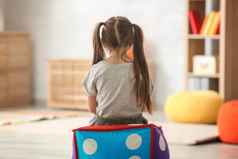 علائمی که نشان میدهد فرزند شما نیاز به مشاوره کودک و نوجوان دارد